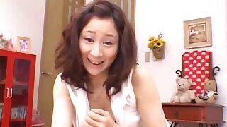 Girlfriend Shizuku Morino drops on her knees to give a blowjob