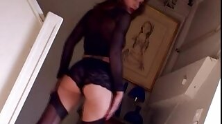 Toute seule cutie Sandra 4 drops her panties and fingers her pink taco