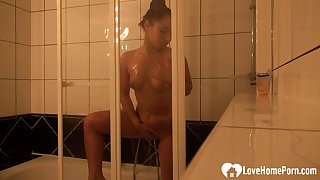 Amazing darkhair lets her man record her shower